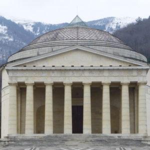 Facade_of_Tempio_Canoviano_-_Possagno_-_Province_of_Treviso,_Veneto,_Italy_-_28_Dec._2014